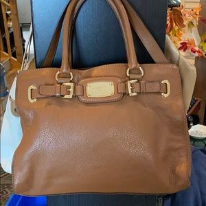 👜🍂🍁 Gorgeous Michael Kors Satchel